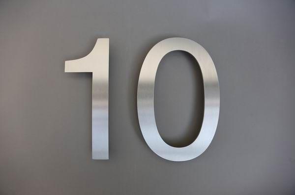 Hausnummer 10 aus 3 mm Edelstahl gelasert