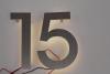 """Hausnummer """"15"""" mit einer LED-Beleuchtung"""