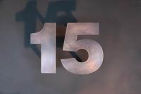 Diese Hausnummer haben wir aus Tombak gefertigt