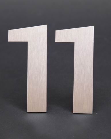 Edelstahlhausnummer 11
