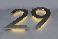 Mit LED′s hinterleuchtete Hausnummer
