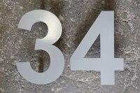 Hausnummer aus pulverbeschichtem Edelstahl