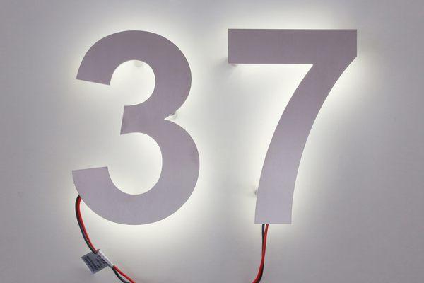 hausnummer 37 aus edelstahl mit led s hinterleuchtet. Black Bedroom Furniture Sets. Home Design Ideas