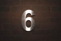 Hausnummer aus massivem Edelstahl