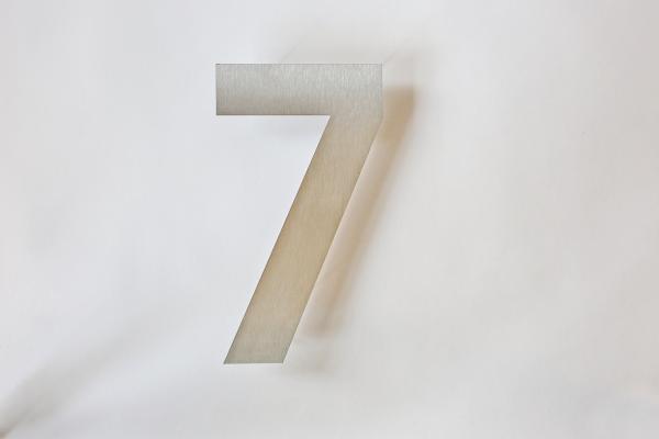 30 cm hohe Hausnummer 7