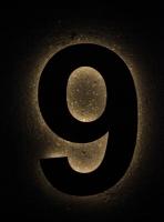 mit LED hinterleuchtete Hausnummer 9 aus Edelstahl ausgelasert