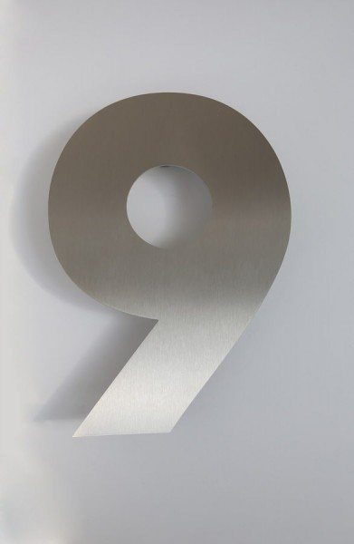 Hausnummer 9 aus 3 mm Edelstahl gelasert