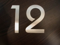 Hausnummer 12 aus 3 mm Edelstahl