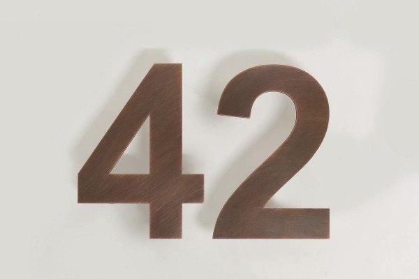 LED Hausnummer 42 aus Kupfer