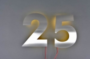 Hausnummer 25 aus Edelstahl mit LED´s hinterleuchtet