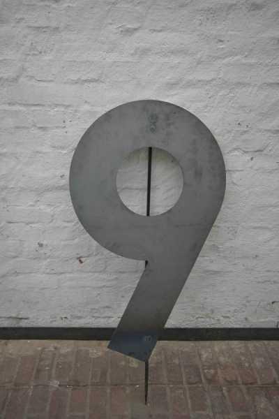 riesige Hausnummer 9 aus 3mm Stahlblech