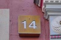 Hausnummer aus Tombak für ein historisches Gebäude