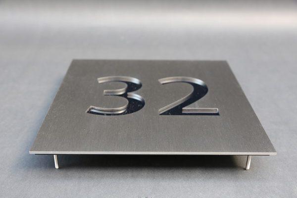 edelstahl hausnummer mit acrylglas hinterlegt. Black Bedroom Furniture Sets. Home Design Ideas