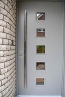 Haustüre mit geschmiedetem, massivem Edelstahlgriff, Glas mit innenliegenden LED