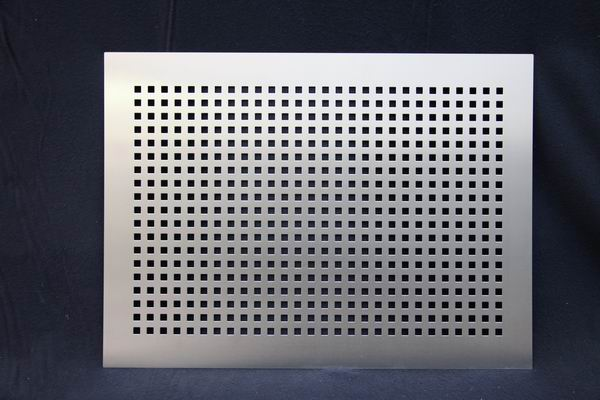 heizk rperverkleidung aus edelstahlblech mit quadratischer. Black Bedroom Furniture Sets. Home Design Ideas