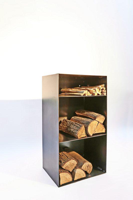 holz regal mit r ckwand und einem extrafach f r anmachholz. Black Bedroom Furniture Sets. Home Design Ideas
