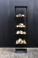 Filigranes Stahl Regal für Kaminholz