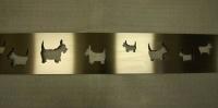 Lüftungsgitter mit gelaserten Hunden aus geschliffenem Edelstahl