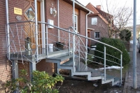 Treppe, Geländer und Vordach