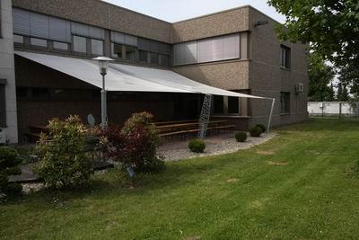 super terrassen berdachung mit einem sonnensegel f r die. Black Bedroom Furniture Sets. Home Design Ideas