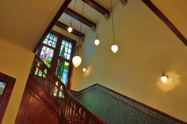 Treppenhaus beleuchtung in einer jugendstil villa - Jugendstil wandgestaltung ...