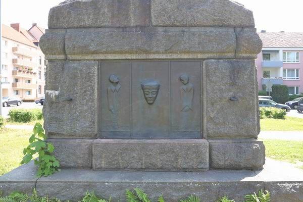 Vorsichtsmaßnahmen am Kaiser-Wilhelm Denkmal gegen den Kupferklau