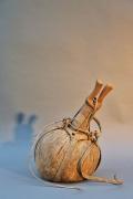 Antike Kalebasse mit Lederbesatz aus Afrika