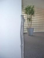 Ramm-, Kanten- und Eckschutz für Ordat als gegossener Baumstamm in Aluminium