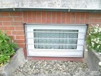 Kellerfenstergitter aus feuerverzinktem Stahl