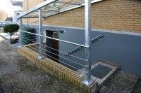 Kellerüberdachung aus feuerverzinktem Stahl und Glas