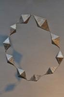 Kette mit 10 Rhomben aus Stahlblech