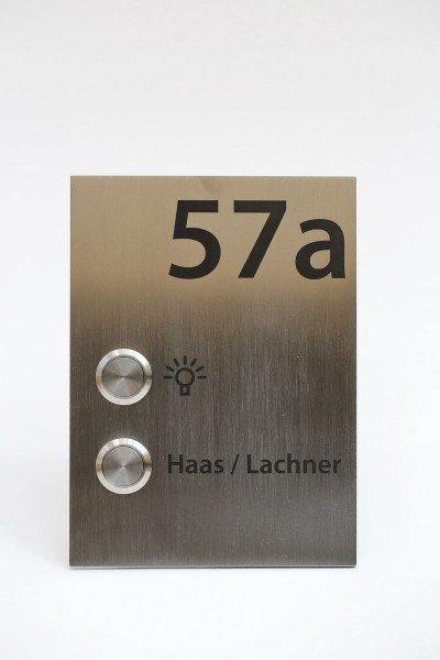 Klingelschild mit Lichttaster und Hausnummer