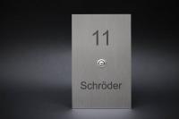Klingelschild mit Hausnummer und Namen aus Edelstahl