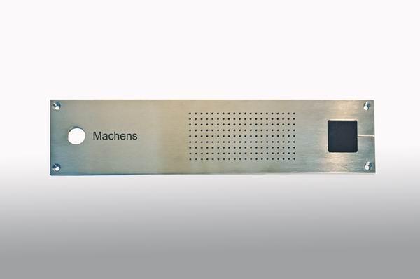 Klingelschild aus Edelstahl mit Aufnahme für einen Transponder