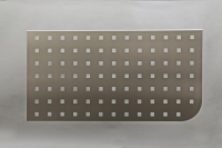 Sichtschutz Blende aus Edelstahl für einen Schreibtisch