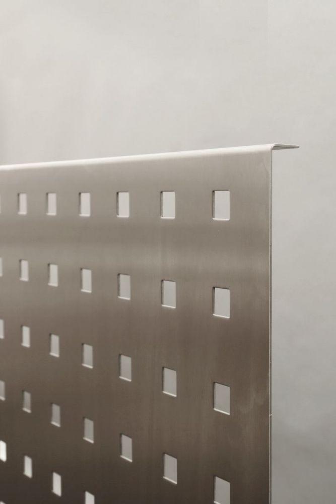 sichtschutz blende aus edelstahl f r einen schreibtisch. Black Bedroom Furniture Sets. Home Design Ideas