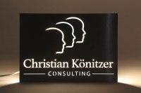 Hinterleuchtetes Schild für Könitzer Consulting
