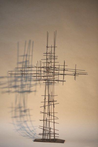 Kreuz aus Schweißdraht, schwarz lackiert