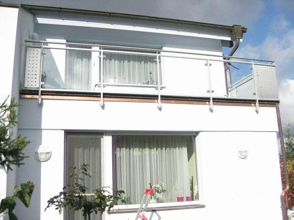 balkongel nder aus edelstahl mit sicherheitsglas und edelstahl. Black Bedroom Furniture Sets. Home Design Ideas