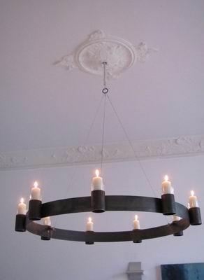 Kronleuchter für Kerzen mit einer Stahlseil Aufhängung