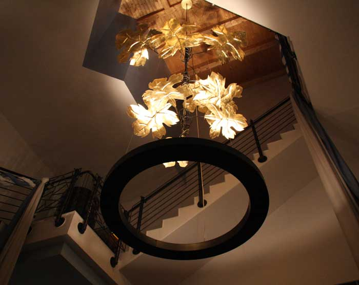 kronleuchter aus weinflaschen und rundstahl f r die nil wein. Black Bedroom Furniture Sets. Home Design Ideas