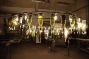 Kronleuchter aus Weinflaschen und Rundstahl für die Nil WEIN kost BAR in Hildesheim