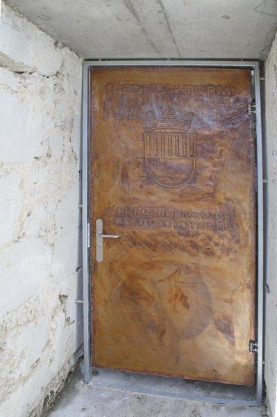 Diese handgeschmiedete Kupfertüre durften wir in die Schweiz liefern