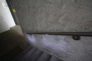 Dezent eingebaut und doch effektiv helfen LSD-Module in Handläufen auch finsterste Treppen in´s rechte Licht zu rücken.