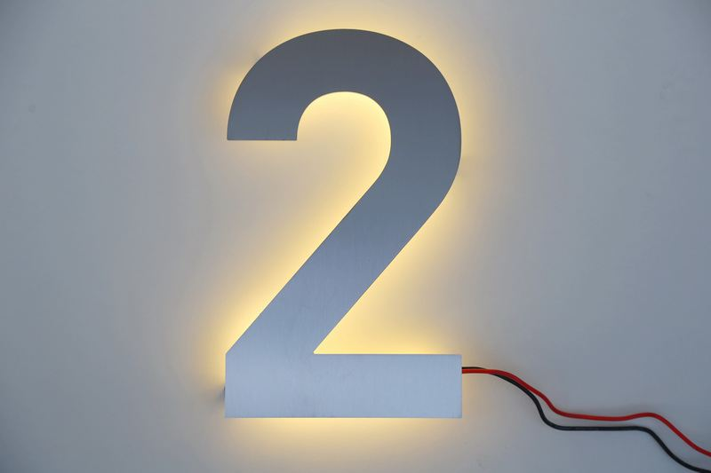 hausnummer 2 aus edelstahl mit led beleuchtung. Black Bedroom Furniture Sets. Home Design Ideas