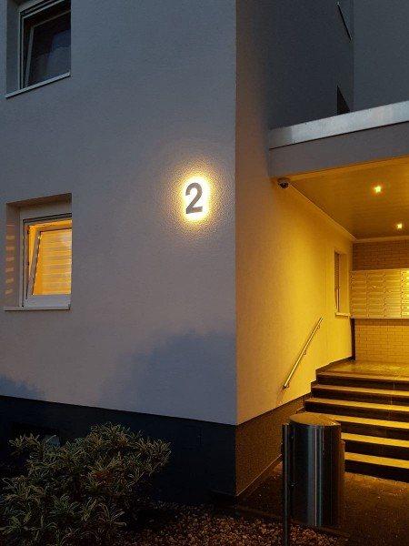 Hausnummer 2 mit LED hinterleuchtet