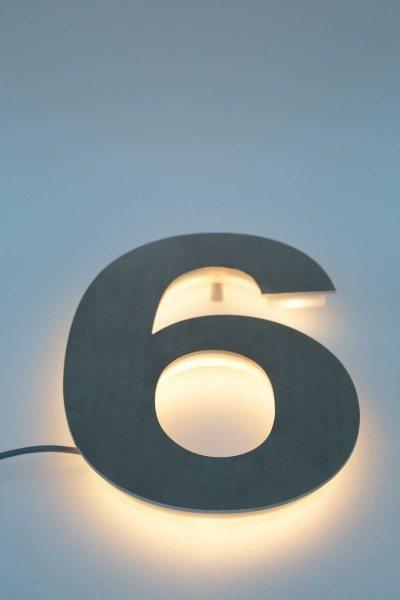 Die optimale LED-Hinterleuchtung für Hausnummern und Schriften