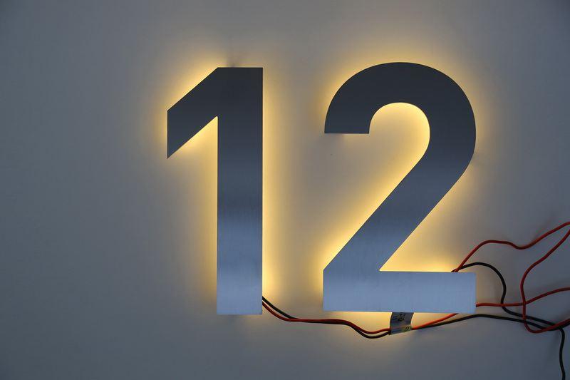 hausnummer 12 mit led beleuchtung. Black Bedroom Furniture Sets. Home Design Ideas