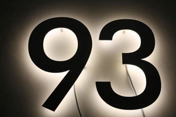 """LED Hausnummer """"93"""" aus Edelstahl"""