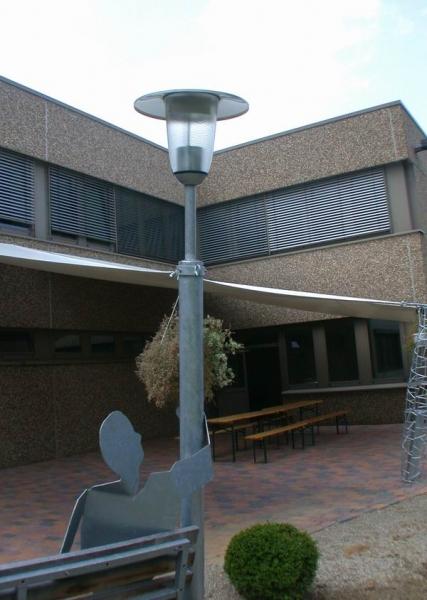 Laternenmann  auf einer Garten Bank für die SOCON SONAR CONTROL Kavernenvermessung GmbH in Emmerke